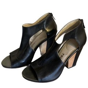 Tsubo Black Leather Shoes - Women's Size 7